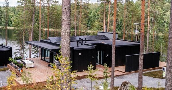 Aurinkopaneelit_mokilla_Kuustonen (1)