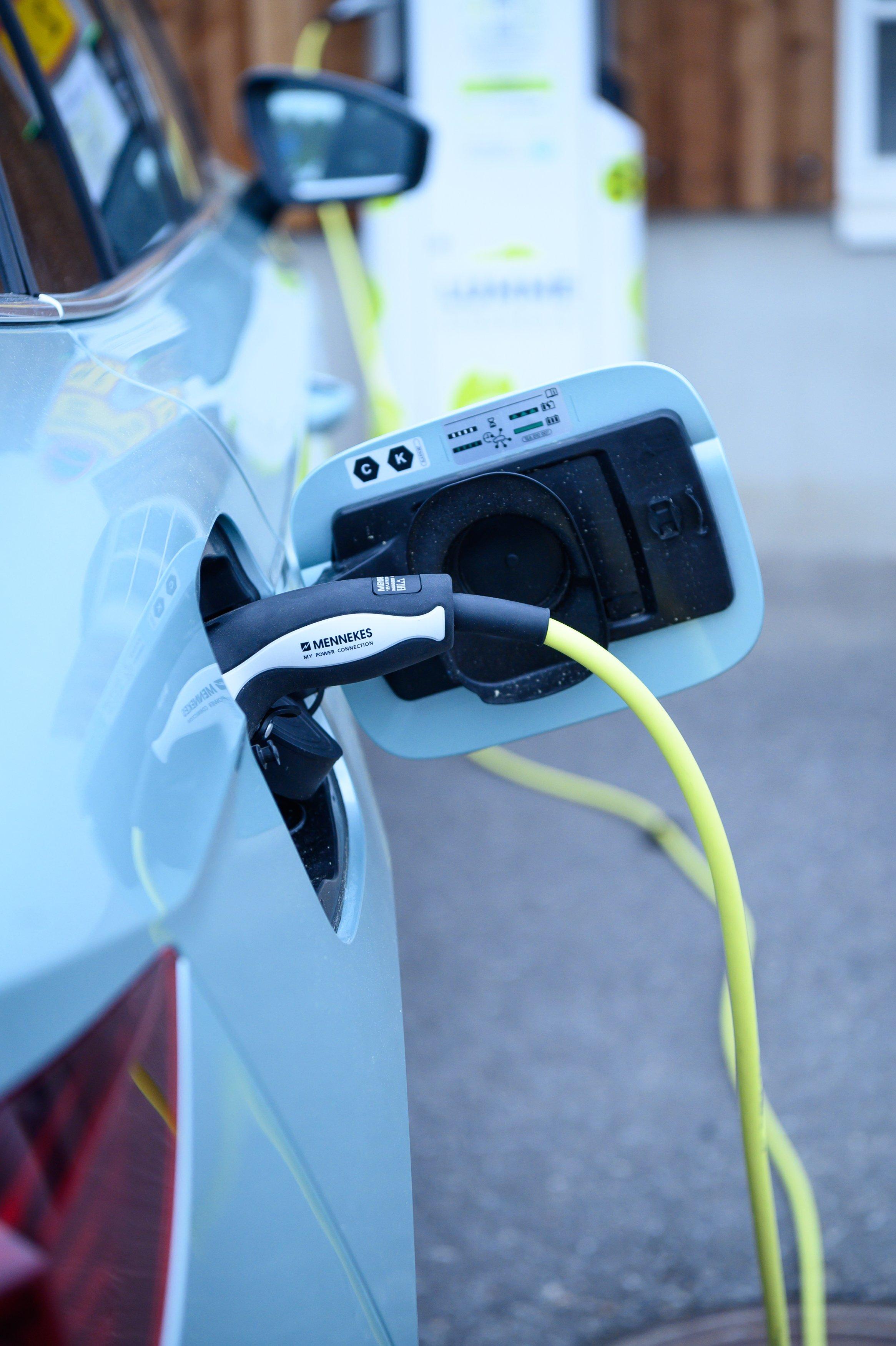 Latauspiste Sähköauton lataus