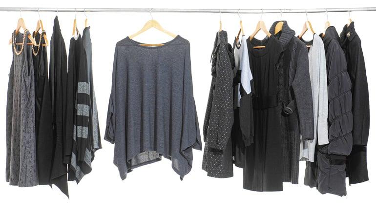 vaatteet_roikkumassa