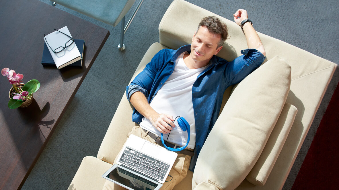 blogi-4-muuttoilmoituksen-tekeminen-sohvalla
