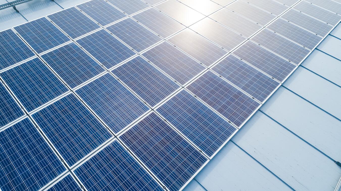 yrmy-aurinkopaneelit-yrityksille